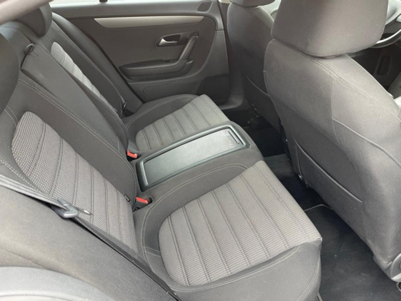 Photo 9 de l'offre de VOLKSWAGEN PASSAT CC CC 2.0 TDI 140 DISTRI OK à 7490€ chez Triplo auto