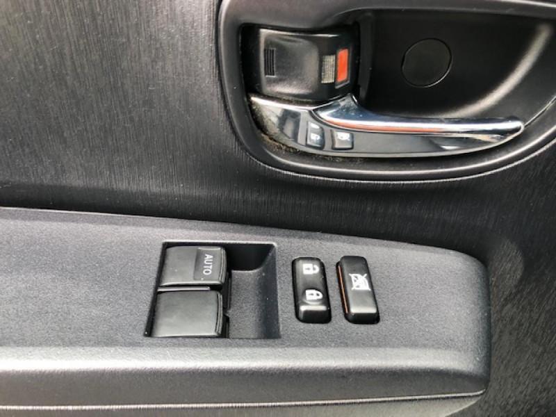 Photo 19 de l'offre de TOYOTA YARIS 1.4D-4D90 DYNAMIC GPS CAMERA ATTELAGE 1ERE MAIN à 6490€ chez Triplo auto