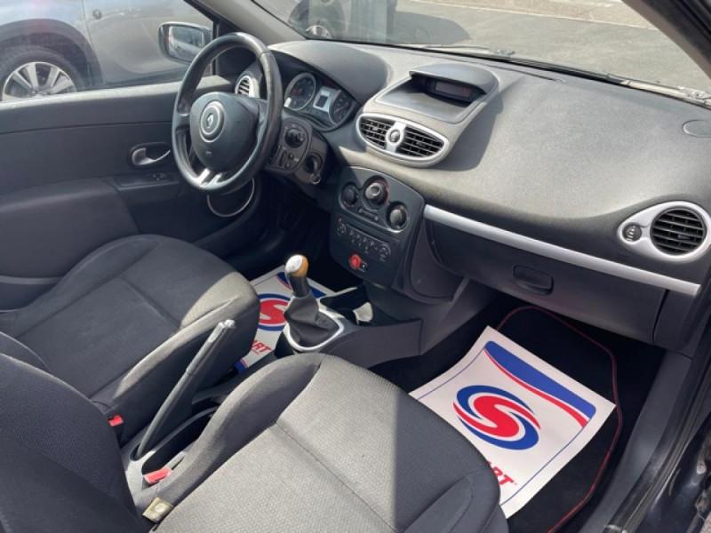 Photo 14 de l'offre de RENAULT CLIO 1.6I-110 CONFORT EXPRESSION CLIM TOIT OUVRANT à 4250€ chez Triplo auto