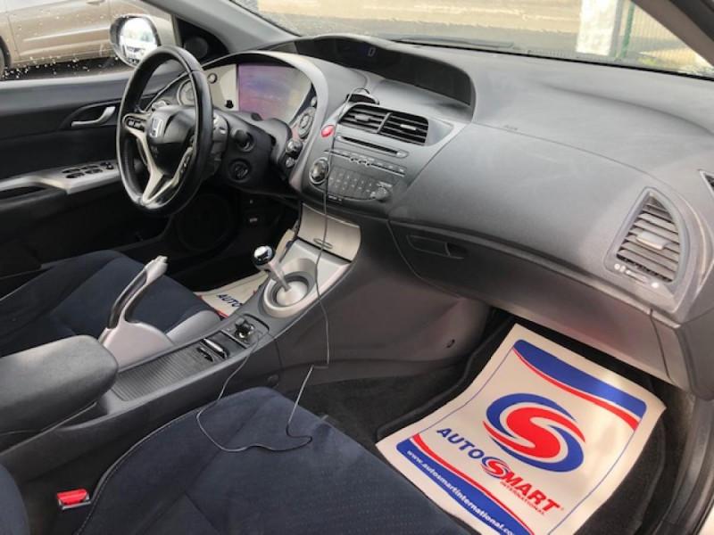 Photo 13 de l'offre de HONDA CIVIC 1.8 I-VTEC  SPORT  à 6490€ chez Triplo auto