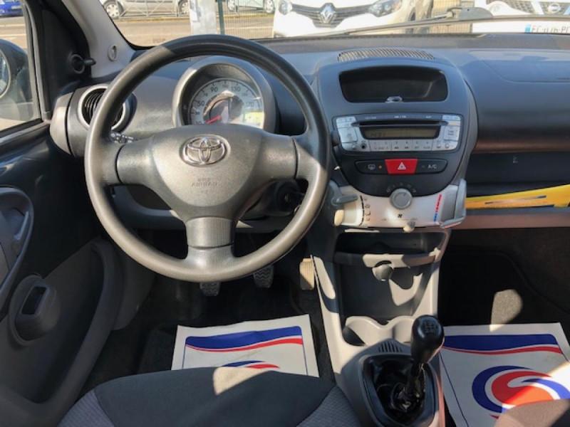 Photo 15 de l'offre de TOYOTA AYGO 1.4 D  CONFORT CLIM 5P à 2990€ chez Triplo auto