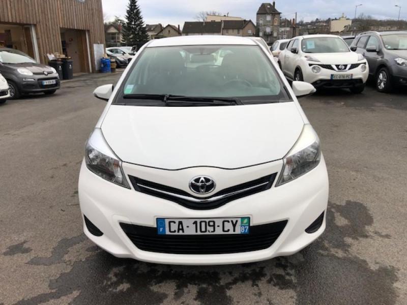 Photo 8 de l'offre de TOYOTA YARIS 1.4D-4D90 DYNAMIC GPS CAMERA ATTELAGE 1ERE MAIN à 6490€ chez Triplo auto