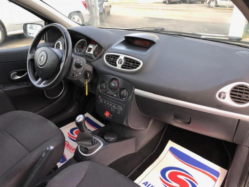 Photo 12 de l'offre de RENAULT CLIO 1.5 DCI - 85  III BERLINE EXPRESSION CLIM à 4850€ chez Triplo auto