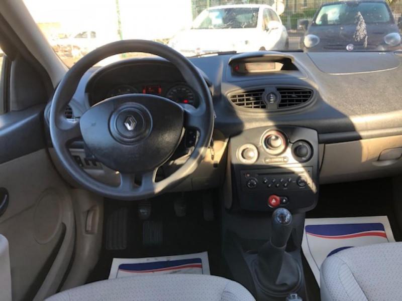 Photo 10 de l'offre de RENAULT CLIO 1.2I 75 DYNAMIQUE CLIM 71000KM DISTRI OK   CT OK à 5490€ chez Triplo auto