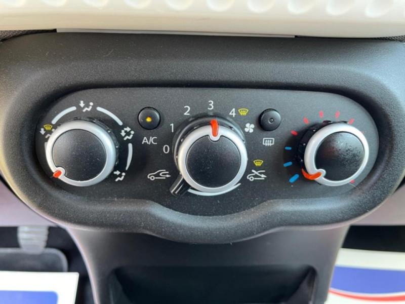 Photo 20 de l'offre de RENAULT TWINGO 1.0SCE-70 ZEN CLIM à 8350€ chez Triplo auto