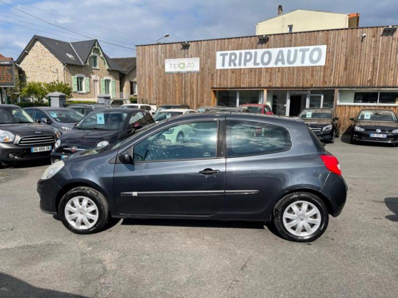 Photo 2 de l'offre de RENAULT CLIO 1.6I-110 CONFORT EXPRESSION CLIM TOIT OUVRANT à 4250€ chez Triplo auto