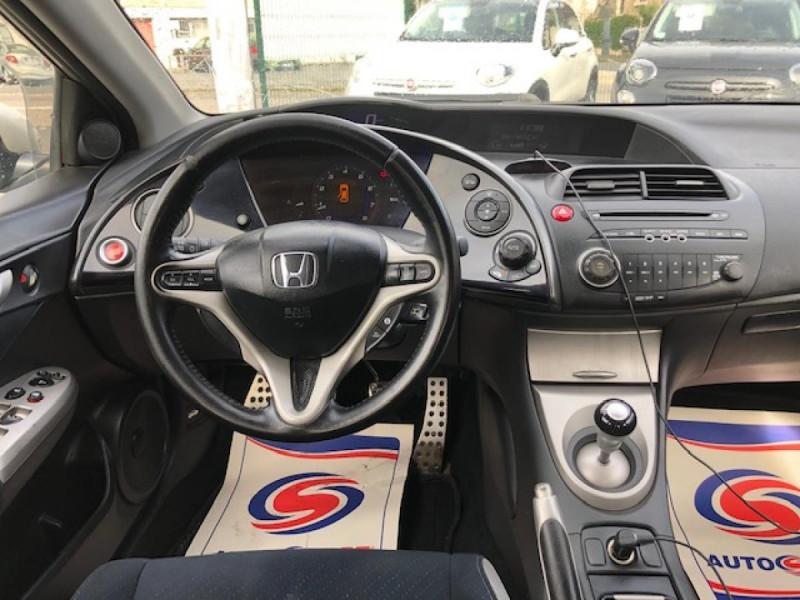 Photo 14 de l'offre de HONDA CIVIC 1.8 I-VTEC  SPORT  à 6490€ chez Triplo auto