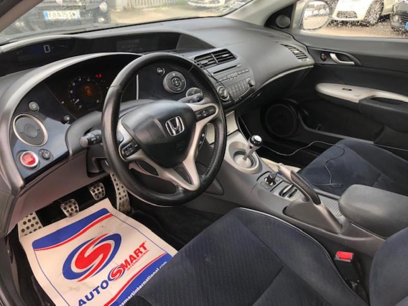 Photo 12 de l'offre de HONDA CIVIC 1.8 I-VTEC  SPORT  à 6490€ chez Triplo auto
