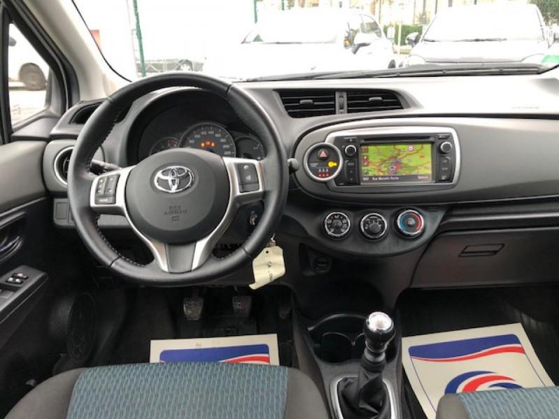 Photo 15 de l'offre de TOYOTA YARIS 1.4D-4D90 DYNAMIC GPS CAMERA ATTELAGE 1ERE MAIN à 6490€ chez Triplo auto