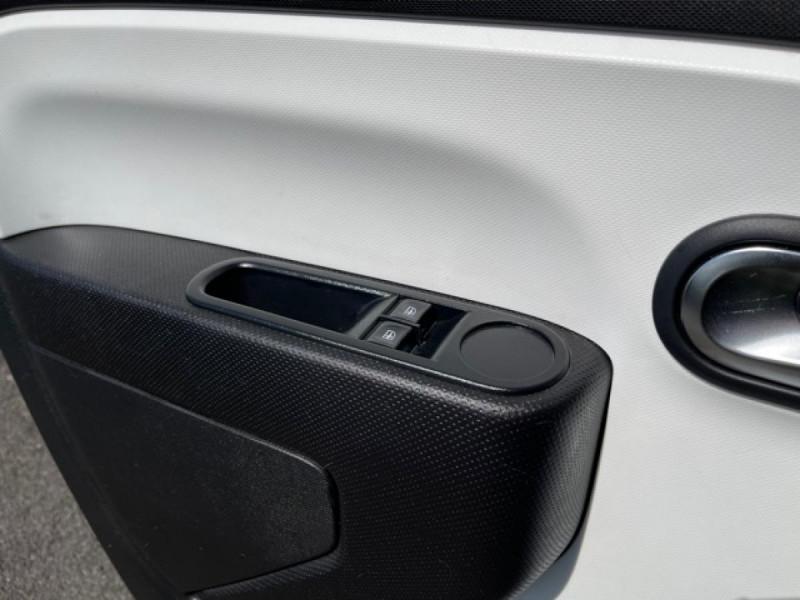 Photo 22 de l'offre de RENAULT TWINGO 1.0SCE-70 ZEN CLIM à 8350€ chez Triplo auto