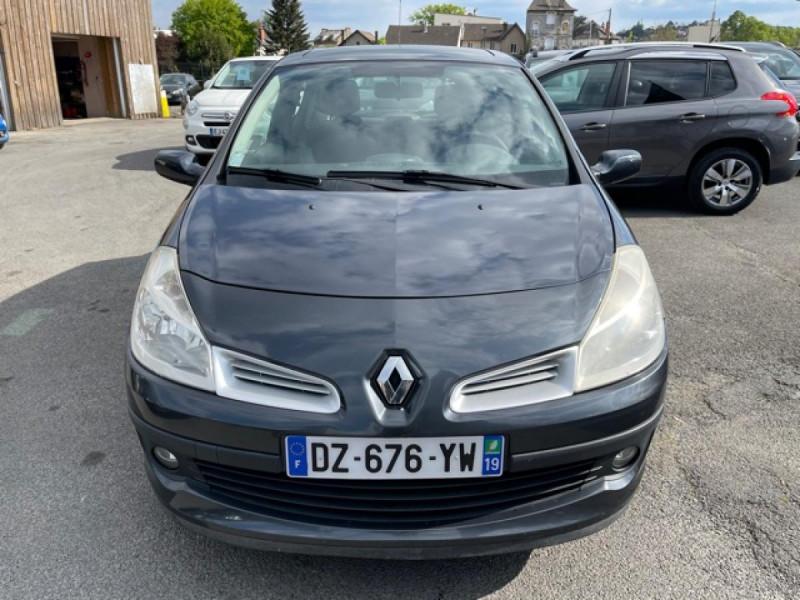Photo 8 de l'offre de RENAULT CLIO 1.6I-110 CONFORT EXPRESSION CLIM TOIT OUVRANT à 4250€ chez Triplo auto