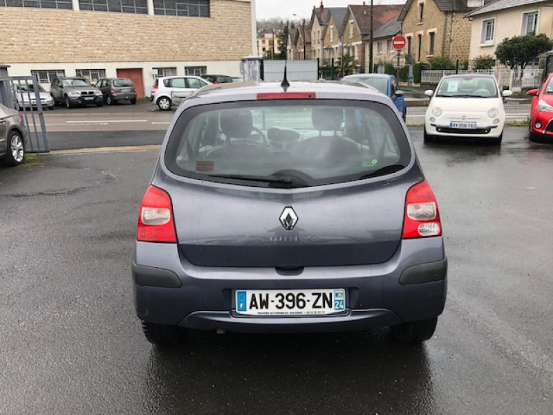 Photo 4 de l'offre de RENAULT TWINGO 1.2I 75 AUTHENTIQUE CLIM 1ERE MAIN DISTRI OK à 4250€ chez Triplo auto