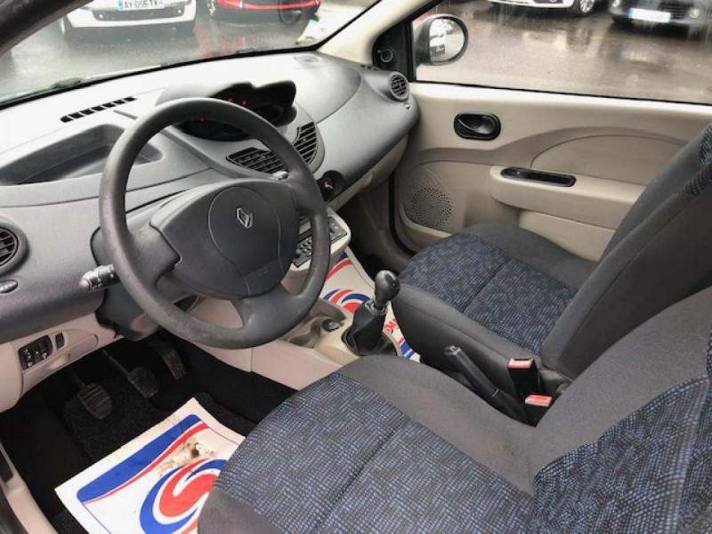 Photo 11 de l'offre de RENAULT TWINGO 1.2I 75 AUTHENTIQUE CLIM 1ERE MAIN DISTRI OK à 4250€ chez Triplo auto