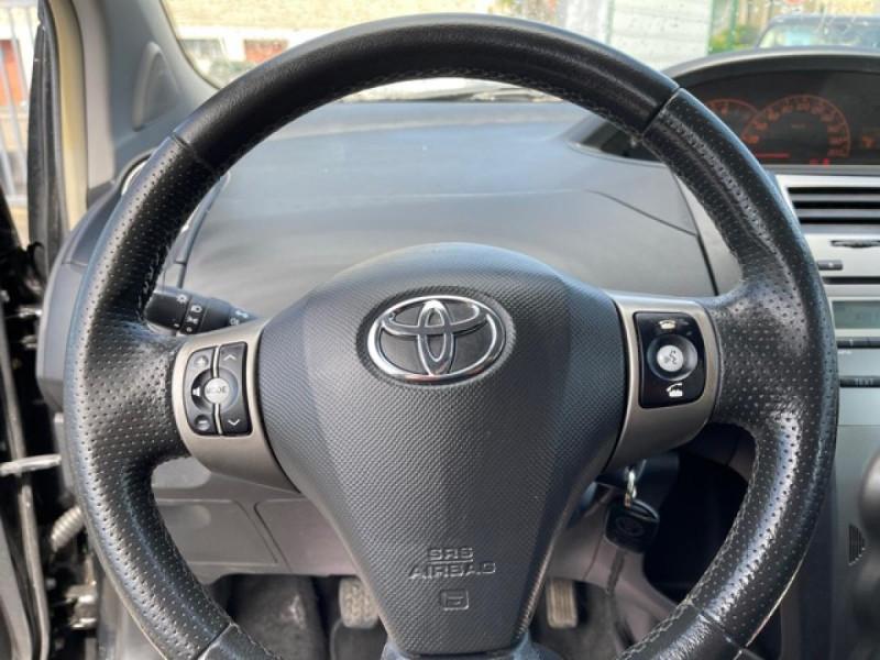 Photo 19 de l'offre de TOYOTA YARIS 1.3VVT-I 100 MILLENIUM CLIM 5P à 5490€ chez Triplo auto