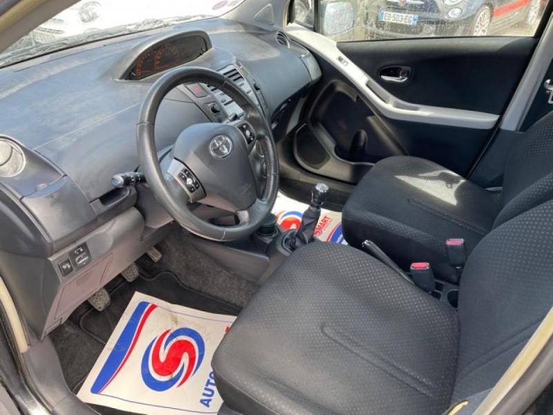 Photo 12 de l'offre de TOYOTA YARIS 1.3VVT-I 100 MILLENIUM CLIM 5P à 5490€ chez Triplo auto