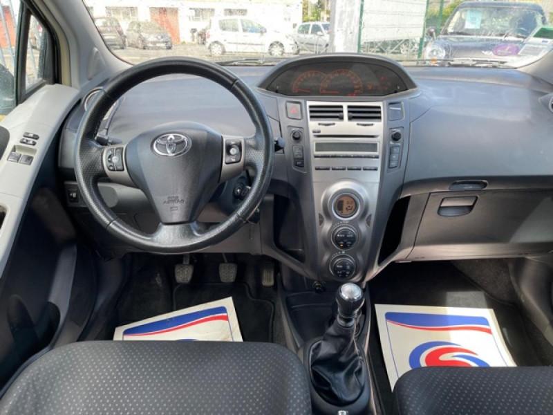 Photo 16 de l'offre de TOYOTA YARIS 1.3VVT-I 100 MILLENIUM CLIM 5P à 5490€ chez Triplo auto
