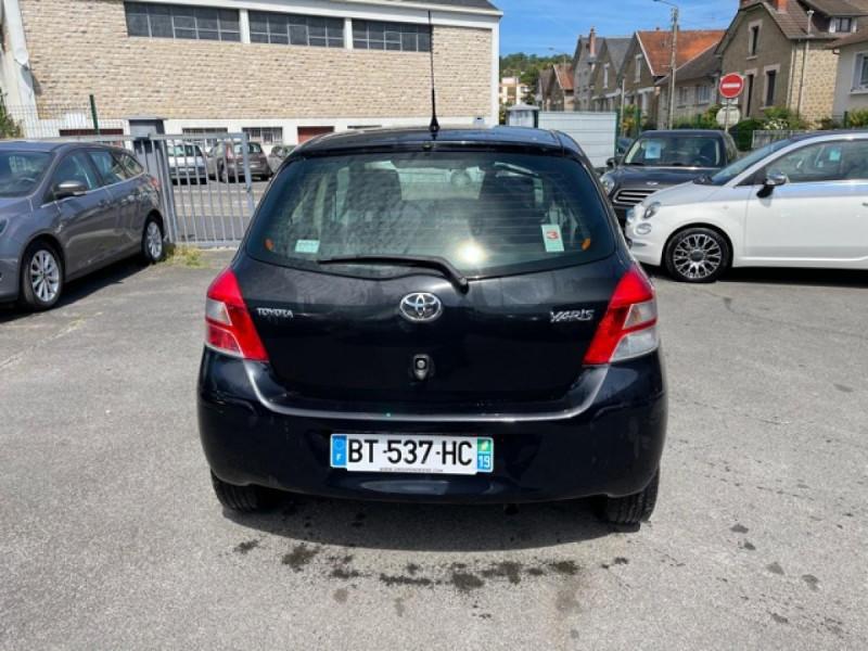 Photo 4 de l'offre de TOYOTA YARIS 1.3VVT-I 100 MILLENIUM CLIM 5P à 5490€ chez Triplo auto