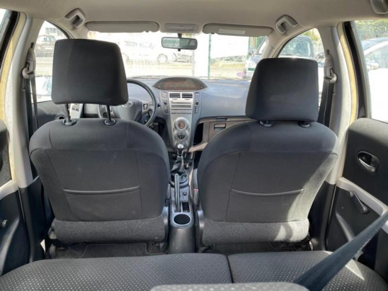 Photo 10 de l'offre de TOYOTA YARIS 1.3VVT-I 100 MILLENIUM CLIM 5P à 5490€ chez Triplo auto