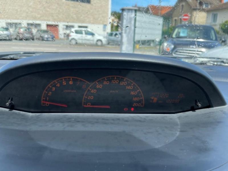Photo 18 de l'offre de TOYOTA YARIS 1.3VVT-I 100 MILLENIUM CLIM 5P à 5490€ chez Triplo auto