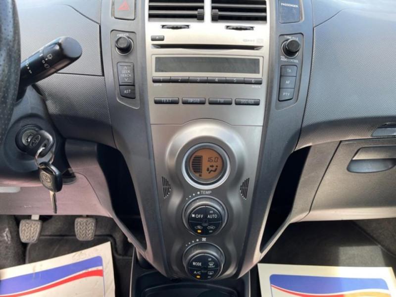 Photo 17 de l'offre de TOYOTA YARIS 1.3VVT-I 100 MILLENIUM CLIM 5P à 5490€ chez Triplo auto