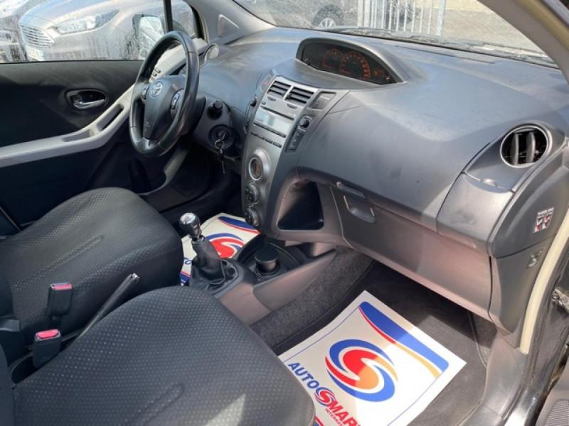 Photo 14 de l'offre de TOYOTA YARIS 1.3VVT-I 100 MILLENIUM CLIM 5P à 5490€ chez Triplo auto