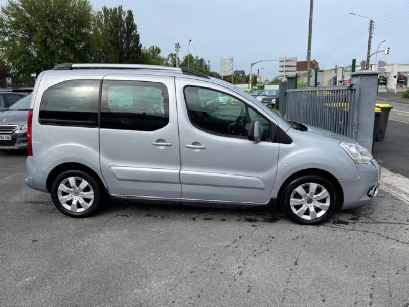 Photo 6 de l'offre de CITROEN BERLINGO 1.6 HDI-92 XTR CLIM 5PLACES DISTRI OK à 7350€ chez Triplo auto