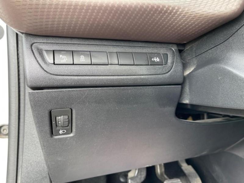 Photo 24 de l'offre de PEUGEOT 2008  1.2 VTI 82 ALLURE GPS CLIM RADAR AR à 7490€ chez Triplo auto