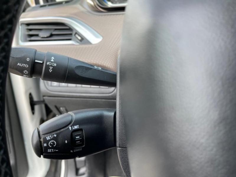 Photo 18 de l'offre de PEUGEOT 2008  1.2 VTI 82 ALLURE GPS CLIM RADAR AR à 7490€ chez Triplo auto