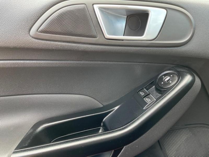 Photo 21 de l'offre de FORD FIESTA 1.25I 82 TREND CLIM à 7250€ chez Triplo auto