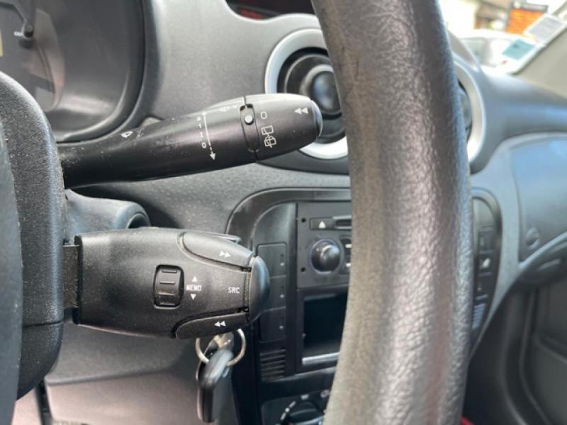 Photo 20 de l'offre de CITROEN C3  1.1I 60CV BERLINE CLASSIC  à 4990€ chez Triplo auto