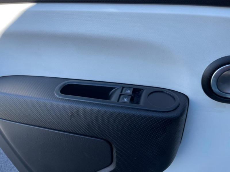 Photo 20 de l'offre de RENAULT TWINGO 1.0 SCE - 70 S&S LIMITED CLIM à 8490€ chez Triplo auto