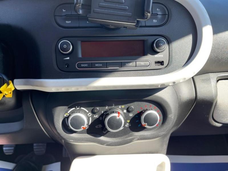 Photo 18 de l'offre de RENAULT TWINGO 1.0 SCE - 70 S&S LIMITED CLIM à 8490€ chez Triplo auto