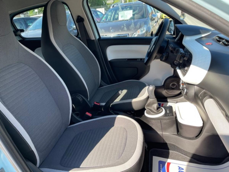 Photo 13 de l'offre de RENAULT TWINGO 1.0 SCE - 70 S&S LIMITED CLIM à 8490€ chez Triplo auto