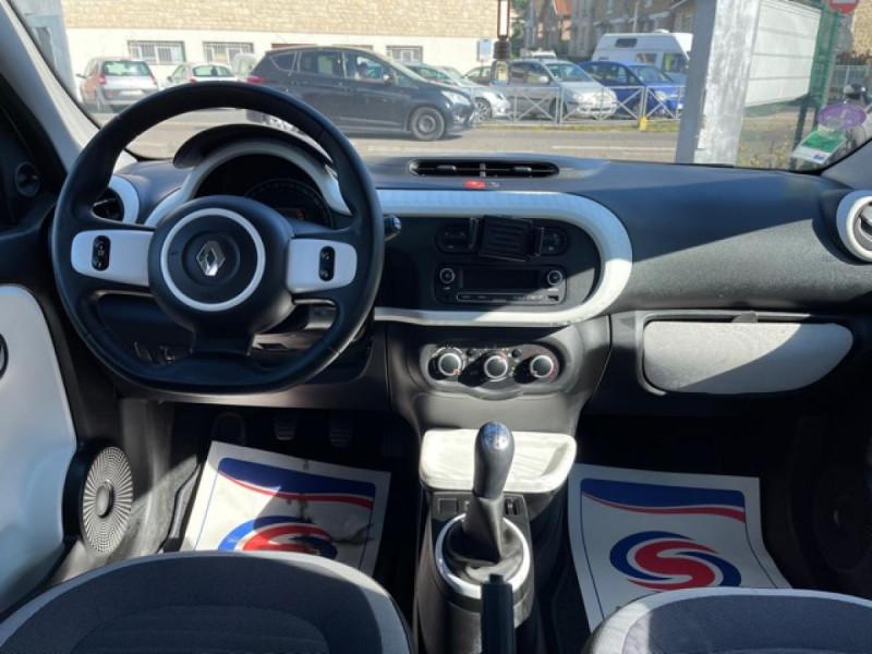 Photo 14 de l'offre de RENAULT TWINGO 1.0 SCE - 70 S&S LIMITED CLIM à 8490€ chez Triplo auto