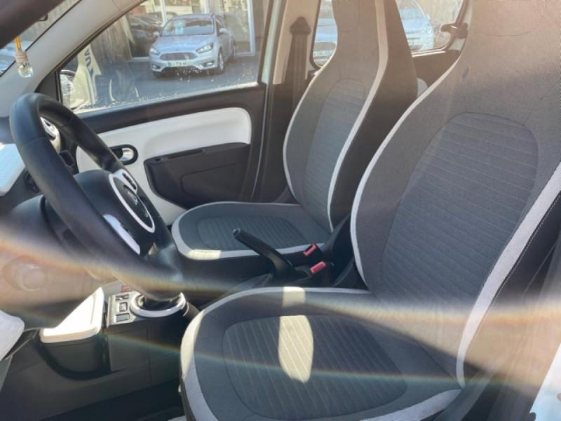 Photo 16 de l'offre de RENAULT TWINGO 1.0 SCE - 70 S&S LIMITED CLIM à 8490€ chez Triplo auto