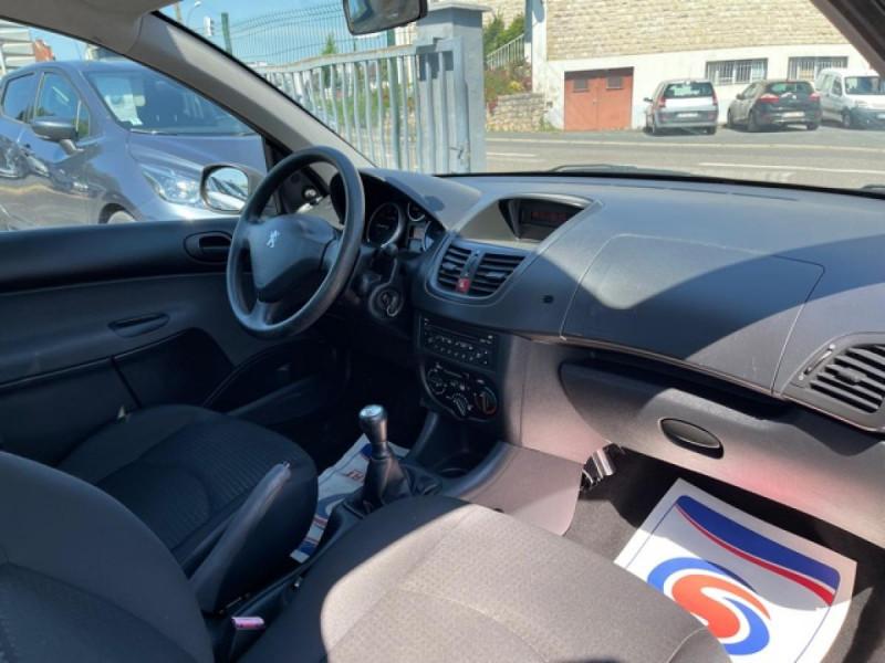 Photo 14 de l'offre de PEUGEOT 206   1.1I   URBAN CLIM DISTRI OK  à 5490€ chez Triplo auto