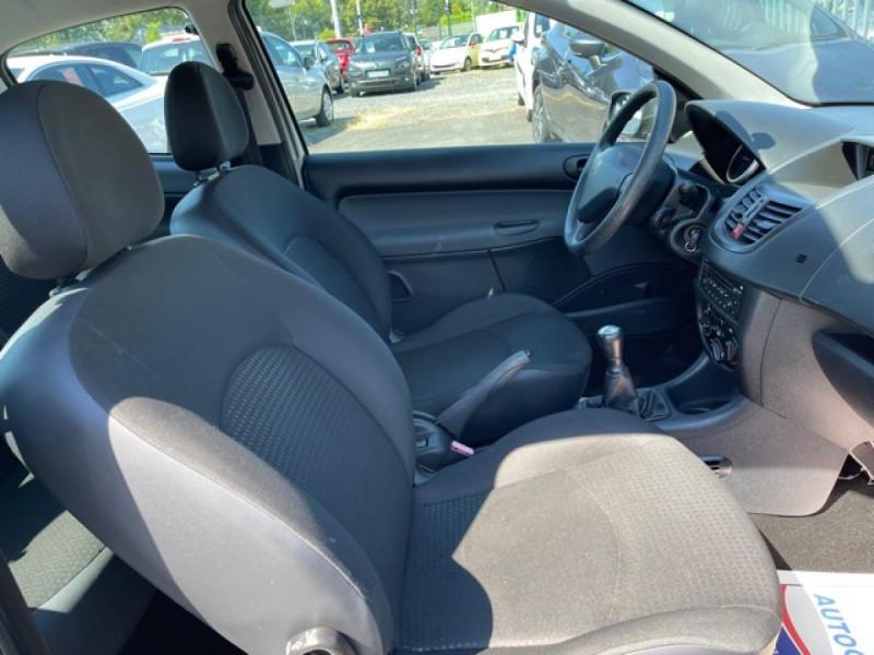 Photo 15 de l'offre de PEUGEOT 206   1.1I   URBAN CLIM DISTRI OK  à 5490€ chez Triplo auto