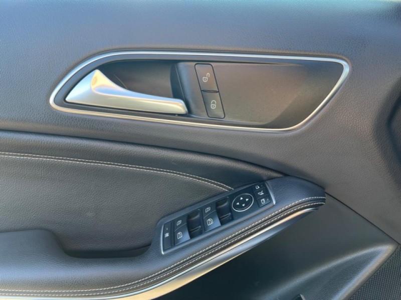 Photo 22 de l'offre de MERCEDES-BENZ CLASSE GLA 200D BV 7G-DCT  SENSATION GPS TOIT OUVRANT CAMERA RADAR AV CAMERA COFFRE ELEC à 21490€ chez Triplo auto
