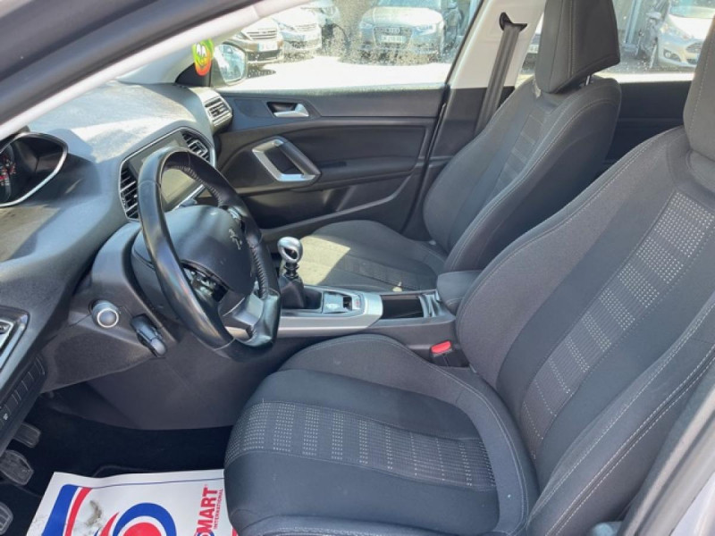 Photo 13 de l'offre de PEUGEOT 308  1.2I 130 S&S ALLURE   GPS CAMERA RADAR AV AR à 15250€ chez Triplo auto