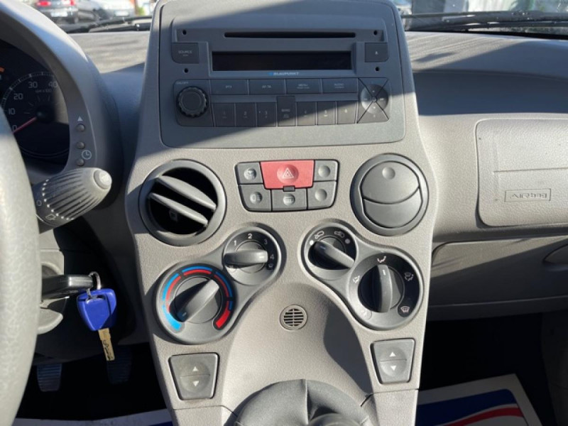 Photo 17 de l'offre de FIAT PANDA 1.2I - 60  II CLASS  à 3490€ chez Triplo auto