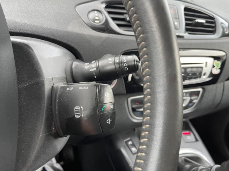 Photo 19 de l'offre de RENAULT SCENIC 1.5 DCI 110 BOSE GPS CAMERA RADAR AV AR DISTRI OK à 7990€ chez Triplo auto