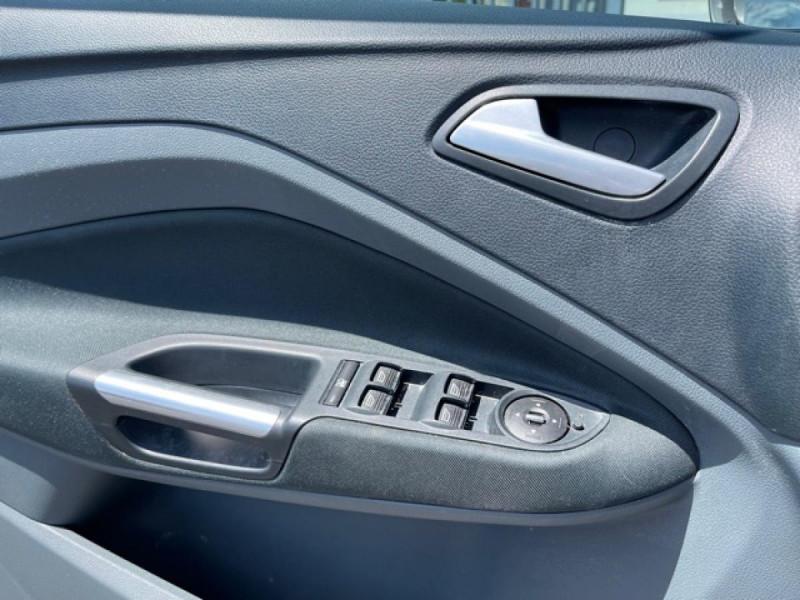 Photo 21 de l'offre de FORD C MAX 1.6 TDCI 95 TITANIUM CLIM RADAR AR ATTELAGE à 8490€ chez Triplo auto