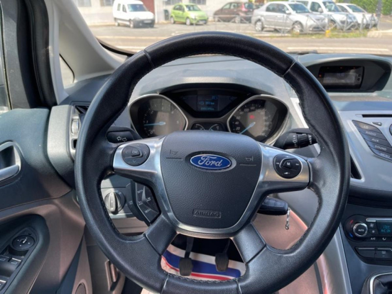 Photo 18 de l'offre de FORD C MAX 1.6 TDCI 95 TITANIUM CLIM RADAR AR ATTELAGE à 8490€ chez Triplo auto