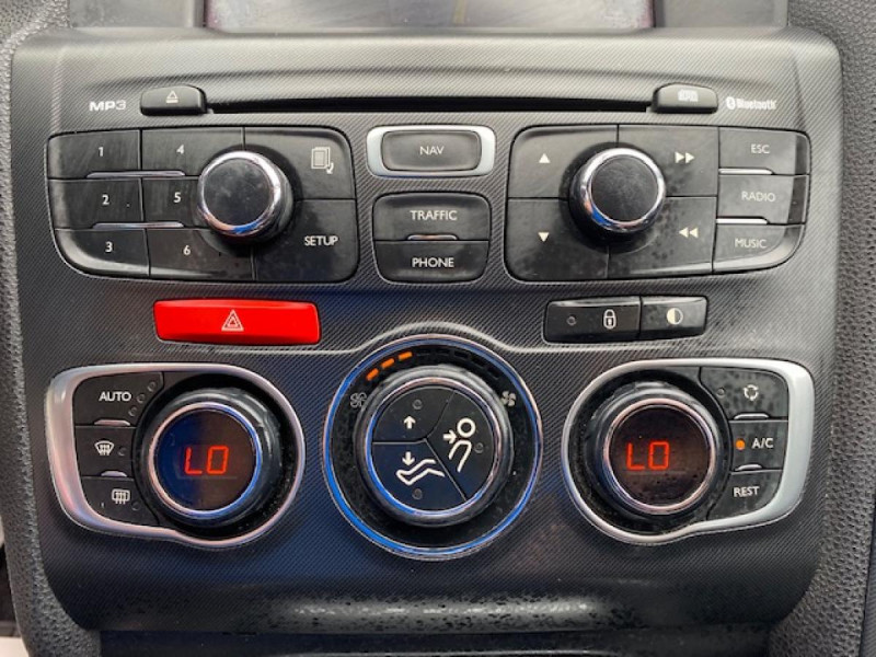 Photo 23 de l'offre de DS DS4 1.6 E-HDI  115  SO CHIC   GPS   RADAR AR à 9490€ chez Triplo auto