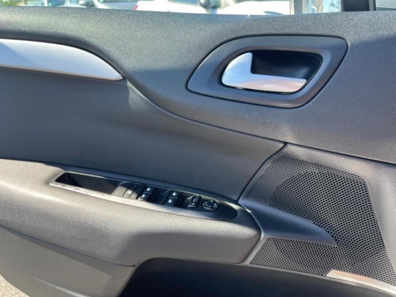 Photo 21 de l'offre de CITROEN C4 1.6 BLUEHDI S&S 120 EAT6 SHINE GPS à 10990€ chez Triplo auto