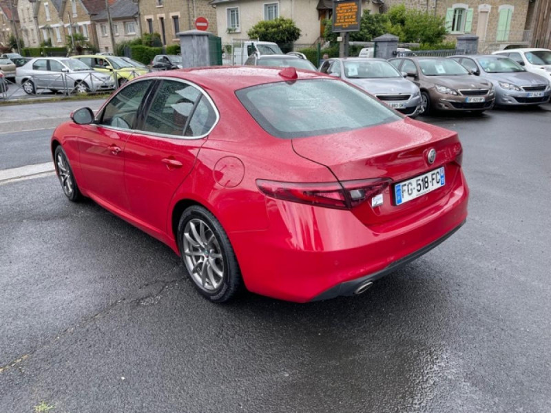 Photo 2 de l'offre de ALFA ROMEO GIULIA 2.2 D 136 - BVA SUPER CUIR ROUGE GPS à 21990€ chez Triplo auto