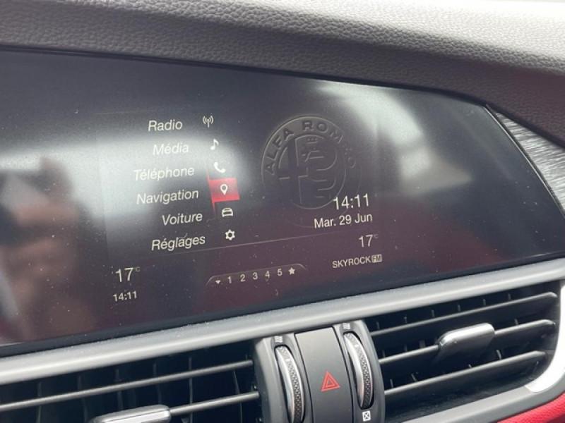 Photo 20 de l'offre de ALFA ROMEO GIULIA 2.2 D 136 - BVA SUPER CUIR ROUGE GPS à 21990€ chez Triplo auto