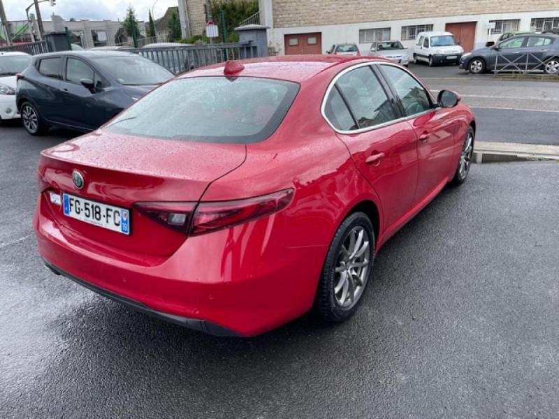 Photo 4 de l'offre de ALFA ROMEO GIULIA 2.2 D 136 - BVA SUPER CUIR ROUGE GPS à 21990€ chez Triplo auto