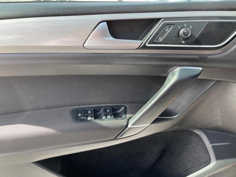 Photo 18 de l'offre de VOLKSWAGEN GOLF SPORTSVAN 2.0 TDI 150 CONFORTLINE   ATTELAGE à 16990€ chez Triplo auto