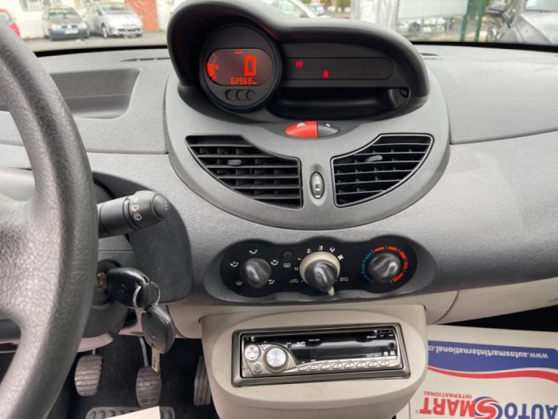 Photo 16 de l'offre de RENAULT TWINGO 1.2I 60 AUTHENTIQUE 63 000KM à 4990€ chez Triplo auto